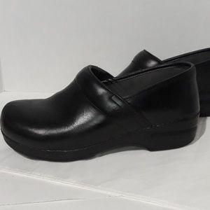 Womens Dansko XP black clogs 40 slip resistant